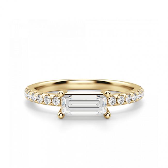 Горизонтальное кольцо с бриллиантом эмеральд