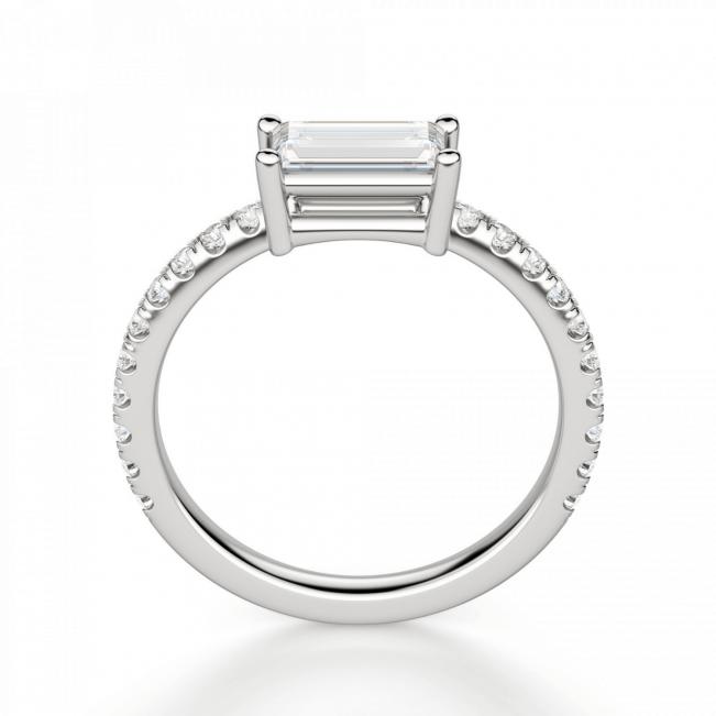 Тонкое кольцо с бриллиантом эмеральд