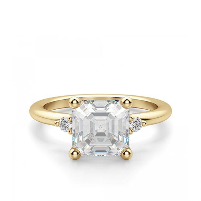 Кольцо с бриллиантом «ашер» из желтого золота