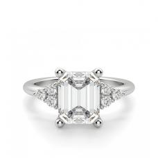 Кольцо с бриллиантом эмеральд и 3 бриллиантами по бокам