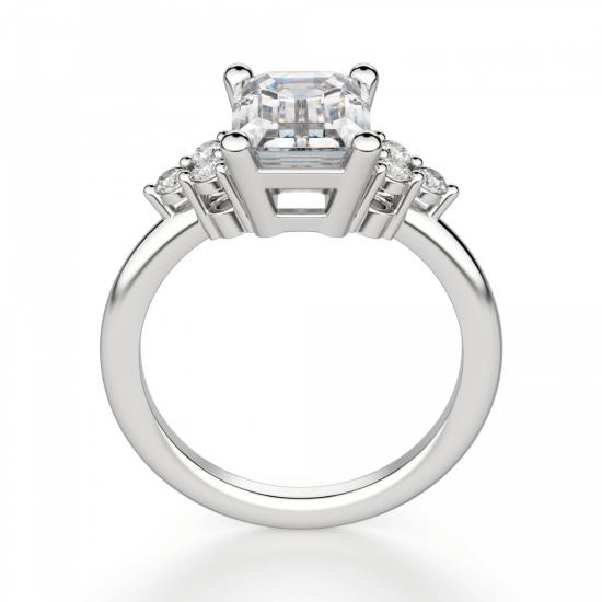Кольцо с бриллиантом эмеральд и 3 бриллиантами по бокам,  Больше Изображение 3