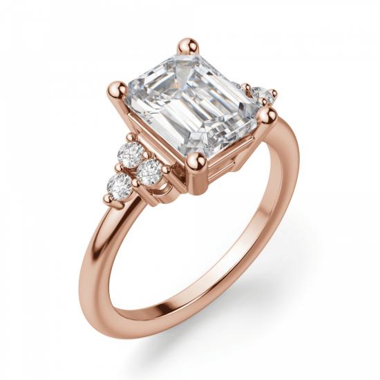 Кольцо с бриллиантом эмеральд и боковыми бриллиантами,  Больше Изображение 2