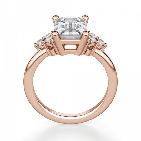 Кольцо с бриллиантом эмеральд и боковыми бриллиантами,  Больше Изображение 3