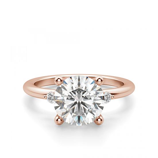 Кольцо с круглыми центральным и боковыми бриллиантами, Больше Изображение 1