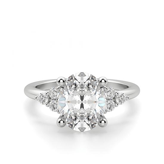 Кольцо с овальным бриллиантом и боковыми, Больше Изображение 1