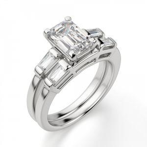 Кольцо с прямоугольным бриллиантом в центре и боковыми багетами
