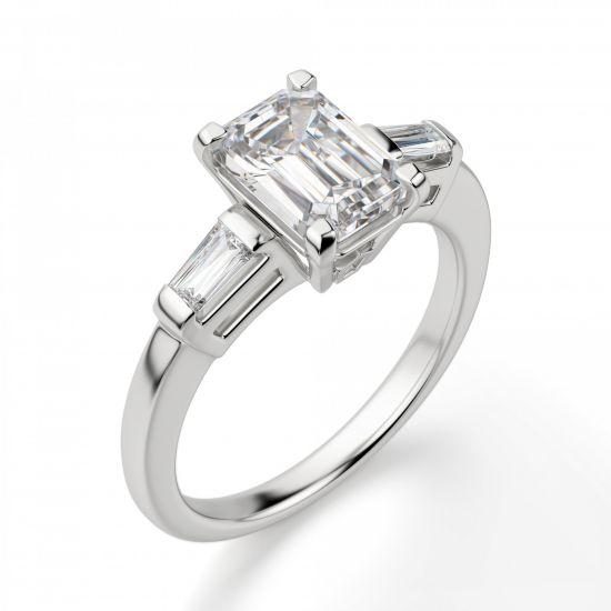 Кольцо с прямоугольным бриллиантом в центре и боковыми багетами,  Больше Изображение 3