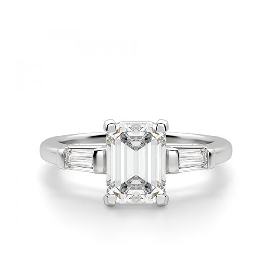 Кольцо с прямоугольным бриллиантом в центре и боковыми багетами, Больше Изображение 1