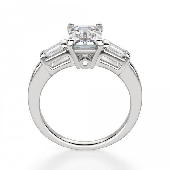 Кольцо с прямоугольным бриллиантом в центре и боковыми багетами,  Больше Изображение 2