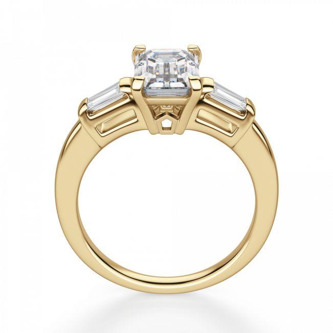 Кольцо с прямоугольным бриллиантом в центре и багетами