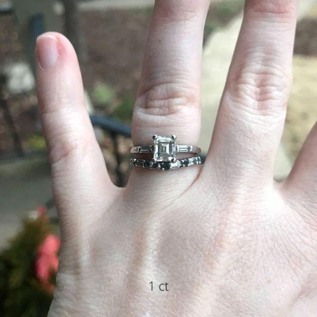 Кольцо с прямоугольным бриллиантом 1 карат и боковыми багетами