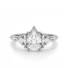 Кольцо с 3 бриллиантами Груша и триллионы