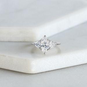 Кольцо с бриллиантом Маркиз с 2 триллионами