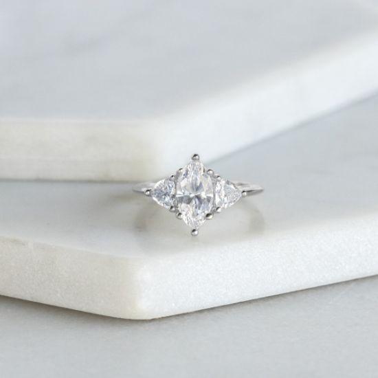 Кольцо с бриллиантом Маркиз из белого золота 750 пробы,  Больше Изображение 5