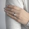 Кольцо из золота с круглым бриллиантом и 2 боковыми, Изображение 4