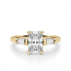 Кольцо с бриллиантом Радианти и багетами