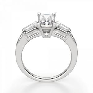 Кольцо с бриллиантом Радиант и багетами