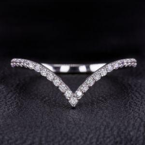Изогнутая дорожка с бриллиантами в форме V