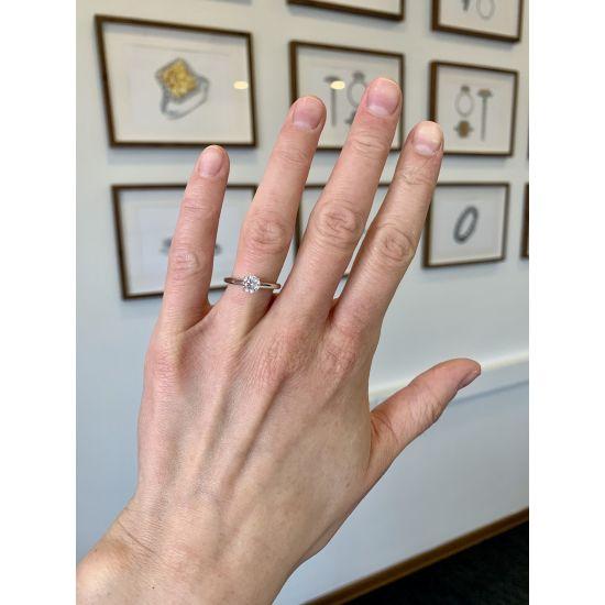 Кольцо с бриллиантом для помолвки из золота,  Больше Изображение 3