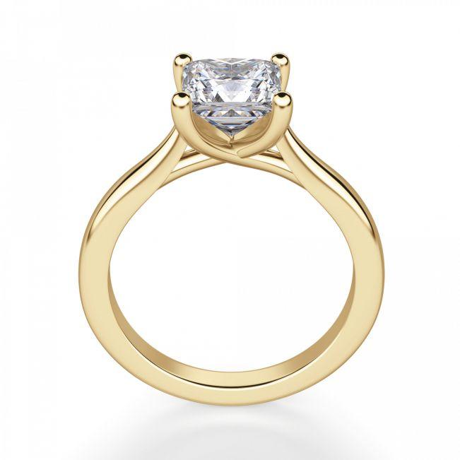Кольцо с бриллиантом принцесса из желтого золота