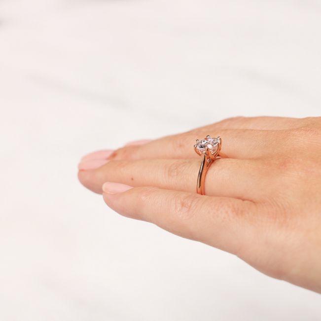 Кольцо с круглым бриллиантом в 6 крапанах - Фото 4