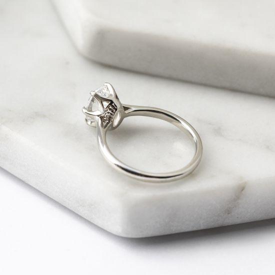 Кольцо с овальным бриллиантом в 6 крапанах,  Больше Изображение 5