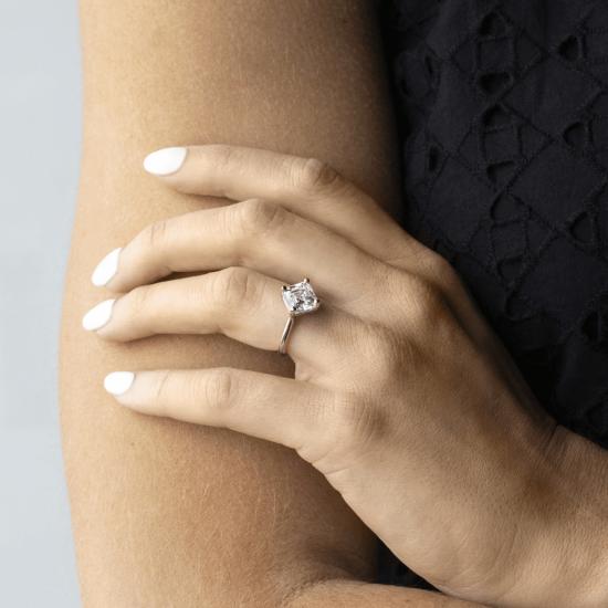 Кольцо из белого золота с бриллиантом ашер,  Больше Изображение 5