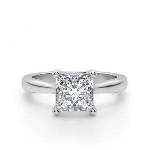 Кольцо с бриллиантом в форме квадрата