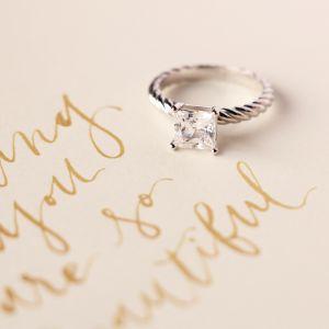Кольцо с бриллиантом огранки Принцесса на плетеной шинке