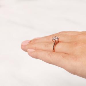 Кольцо с бриллиантом кушон в 6 лапках