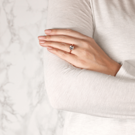 Кольцо из белого золота с бриллиантом кушон,  Больше Изображение 8