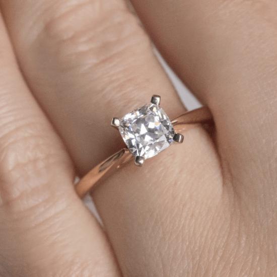 Кольцо с бриллиантом кушон из белого золота,  Больше Изображение 7