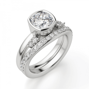 Кольцо с бриллиантом кушон из белого золота в глухой закрепке