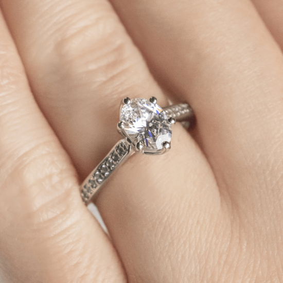 Кольцо с овальным бриллиантом 6 лапок паве,  Больше Изображение 7