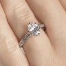 Кольцо золотое с овальным бриллиантом в 6 крапанах паве, Изображение 7