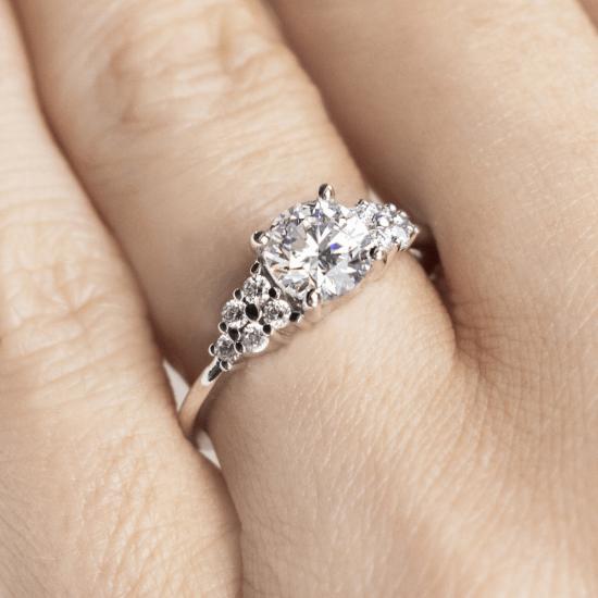 Кольцо с центральным бриллиантом и 5 бриллиантами по бокам,  Больше Изображение 7