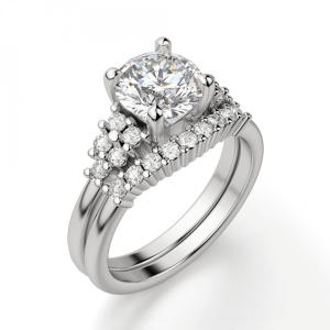 Кольцо с центральным бриллиантом и 5 бриллиантами по бокам