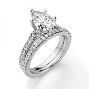 Кольцо с бриллиантом Груша и боковыми бриллиантами
