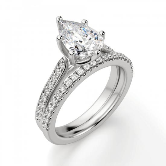 Кольцо с бриллиантом Груша и боковыми бриллиантами,  Больше Изображение 6
