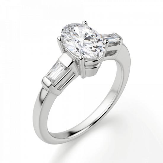 Кольцо с овальным бриллиантом и боковыми багетами,  Больше Изображение 3