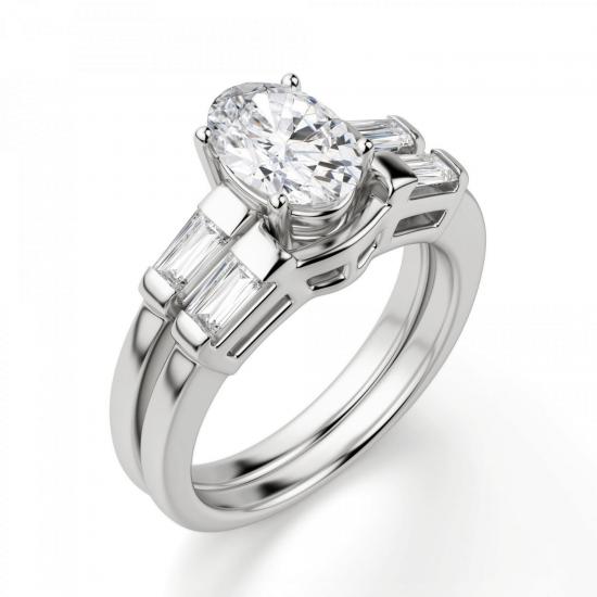 Кольцо с овальным бриллиантом и боковыми багетами,  Больше Изображение 4