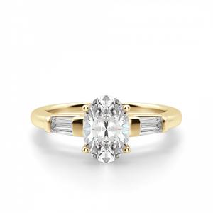 Кольцо с овальным бриллиантом и дополнительными камнями