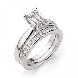 Кольцо с прямоугольным бриллиантом