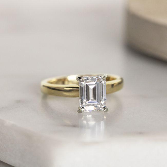 Классическое кольцо с прямоугольным бриллиантом из 2 видов золота - Фото 5