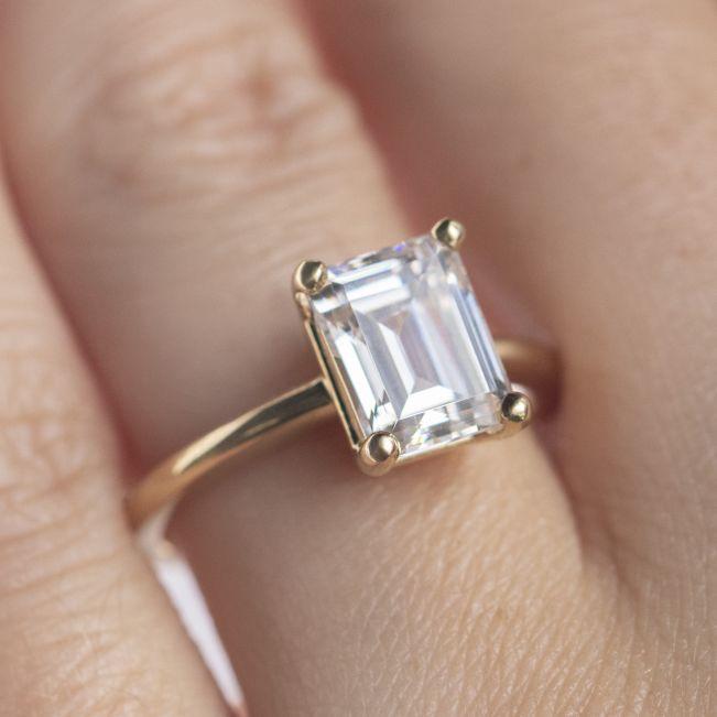 Кольцо с прямоугольным бриллиантом Эмеральд