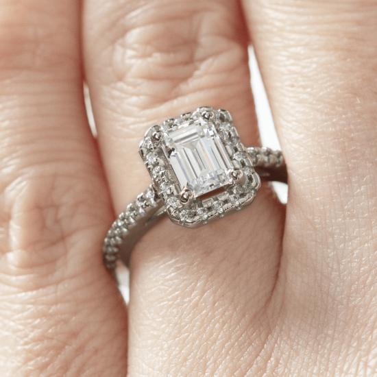 Кольцо бриллиантом эмеральд в ореоле,  Больше Изображение 7