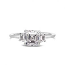 Кольцо с бриллиантом ашер и двумя трапециями