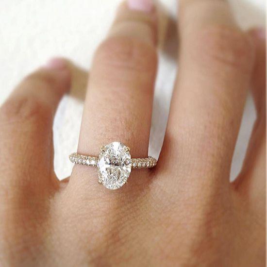 Кольцо с овальным бриллиантом и 3й дорожкой,  Больше Изображение 4