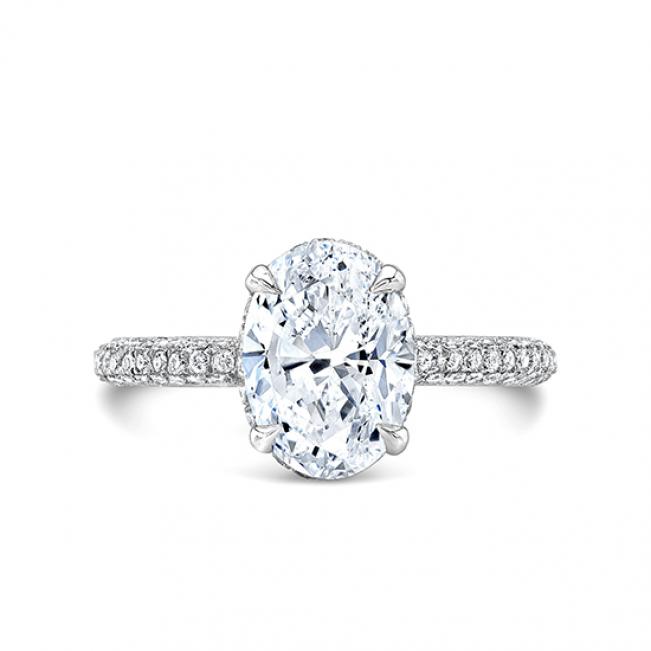 Кольцо с овальным бриллиантом и 3й дорожкой