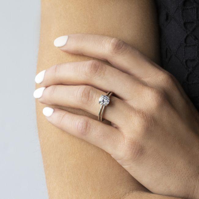 Кольцо с 1 круглым бриллиантом с двойной шинкой
